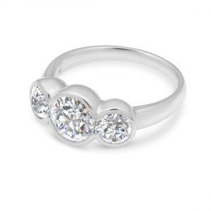 Liquid light 3 stone ring - White